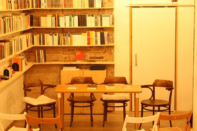 Animal Sospechoso Libreria de Poesía